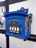Hier ist die Post blau