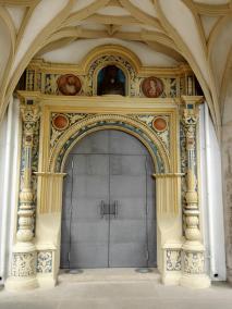 Portal am Treppenhaus in der ersten Etage