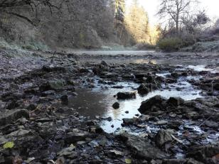 Hier versinkt der Rest des verbliebenen Wassers in den Karstuntergrund