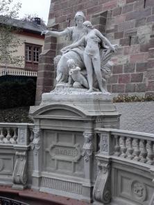"""Skulptur """"Die junge Donau als Kind im Schoße der Baar"""""""