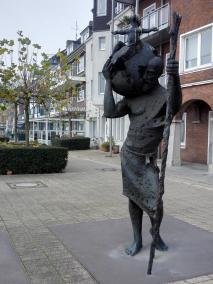 Christophorus-Statue auf der Rheinpromenade