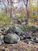 Große Bimssteine am Seeufer