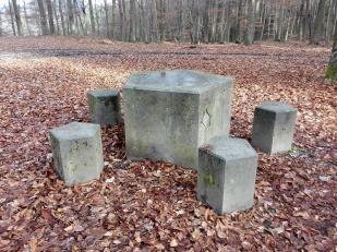 Fünfkantstein am Grenzpunkt zwischen fünf ehemals kurfürstlichen Jagd- und Waldgebieten