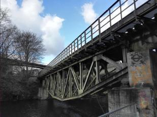 Historische Eisenbahnbrücke über die Wupper
