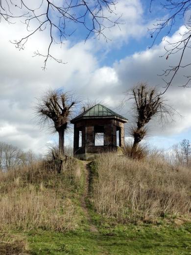 Aussichtspunkt oberhalb der Erft in Wevelinghoven