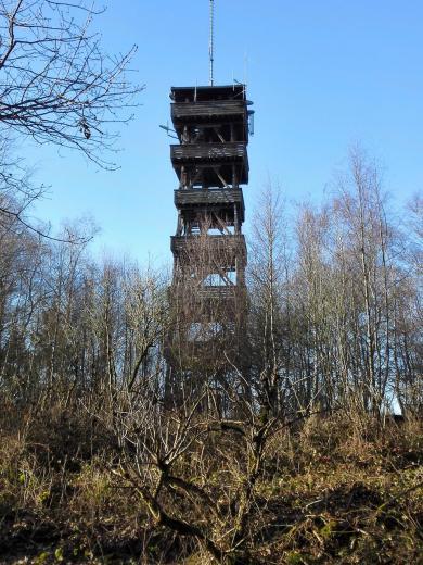 Aussichtsturm oberhalb von Wolfgarten