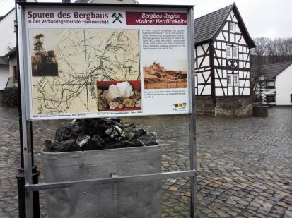 Alte Lore auf dem Marktplatz von Oberlahr