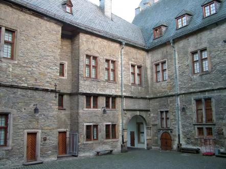 Innenhof der Wewelsburg vorderer Teil (Foto: Ziko-C | http://commons.wikimedia.org | Lizenz: CC BY-SA 3.0 DE)