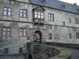 Zugang zur Wewelsburg (Foto: Ziko | http://commons.wikimedia.org | Lizenz: CC BY-SA 3.0 DE)