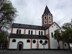 Die Basilika St. Margareta vom Gerricusplatz aus gesehen