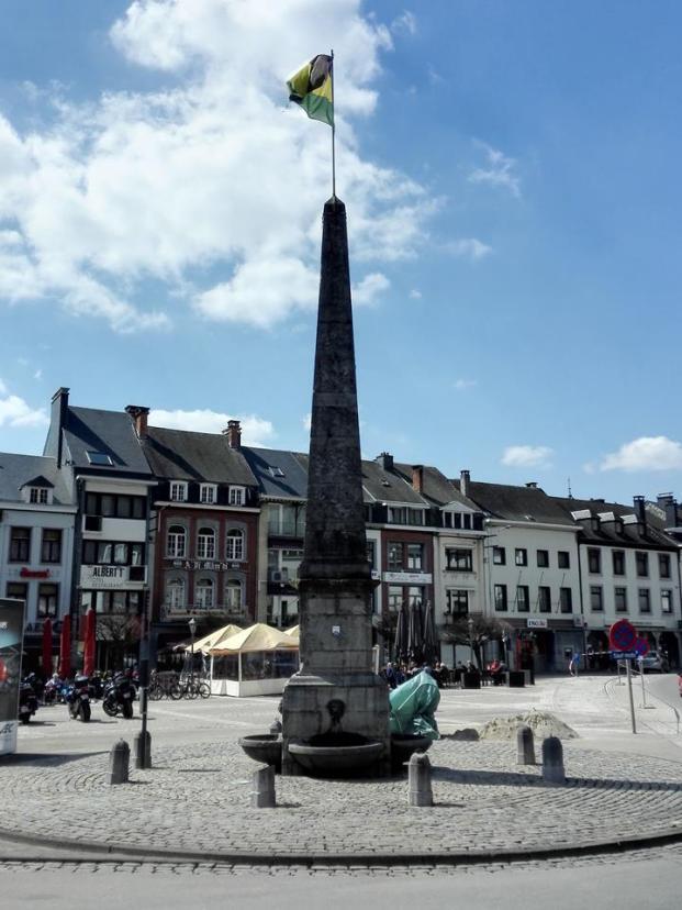 Obelisk auf der Place Albert I.