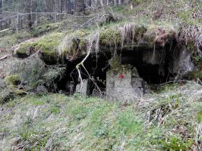 Verfallene Bunkeranlage im Oleftal