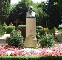Das Grab des Hoffmann von Fallersleben (Foto: Kliojünger   http://commons.wikimedia.org   Lizenz: CC BY-SA 3.0 DE)
