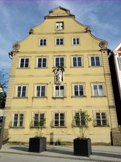Haus gegenüber der Basilika ...