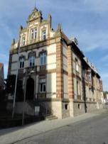Eines der wenigen nicht-barocken Gebäude rund um den Markt
