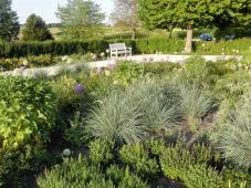 Ein hübscher Garten mit toller Aussicht - hier möchte man nur allzu gerne verweilen
