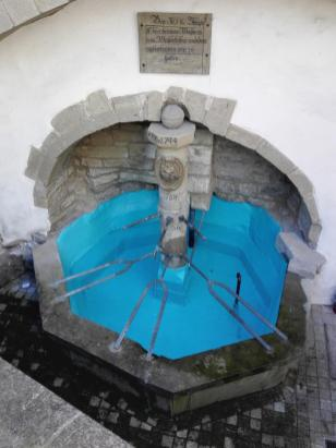 Historischer Brunnen am Backhaus