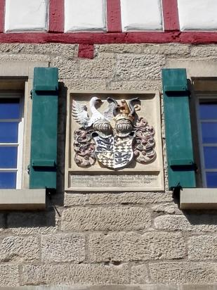 "Wappen des Fürstengeschlechtes ""Hohenlohe"" am Backhaus"