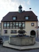 Das Rathaus mit Marktbrunnen