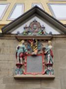 Wappen über dem Rathausportal
