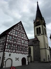 Blick vom Marktplatz zur Kirche