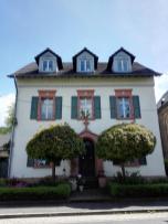 Das Pfarrhaus neben der Kirche