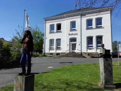 Skulpturen vor dem Rathaus