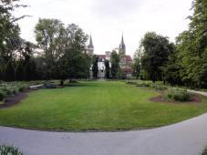 Sichtachse durch den Hofgarten hinüber zum Schloss