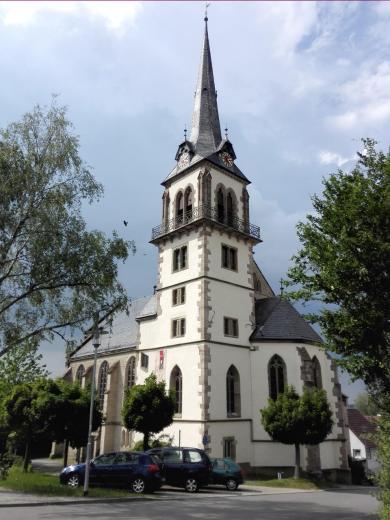 Katholische Pfarrkirche neben dem Schloss
