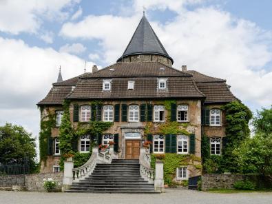 Schloss Linnep von der Hofseite aus gesehen (Foto: Tuxyso | http://commons.wikimedia.org | Lizenz: CC BY-SA 3.0 DE)