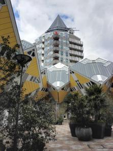 Der Blaakturm hinter den Kubushäusern