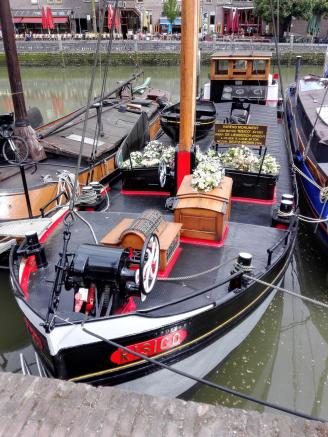 Schiff für Seebestattungen