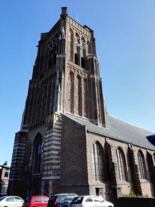 Die Martinskerk in der Ortsmitte