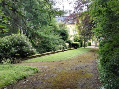 Vom ehemaligen großen Landschaftsgarten rund um das Schloss sind nur noch Reste erhalten