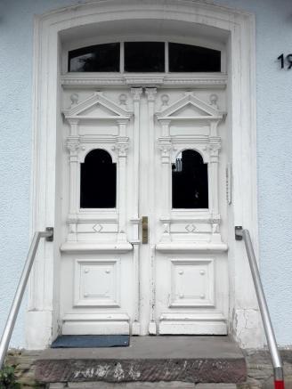 Prächtige Eingangsportale