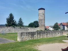 Reste der alten Stadtmauer mit Wehrturm