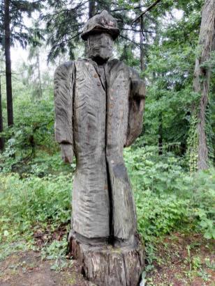 Holzskulptur eines Wachmanns am Chartaque
