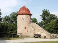 Wehrturm am Rande des Parks, der zur Burg gehört