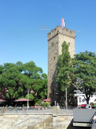Der Götzenturm am Neckar