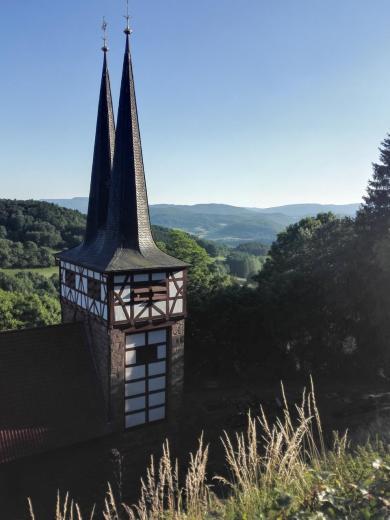 Die Kirche von Limbach unterhalb der Burg