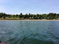 Blick auf den Womo-Stellplatz und die Liegewiese am ehemaligen Strandbad Delecke
