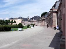 Der rechte Zirkelbau neben dem Schloss