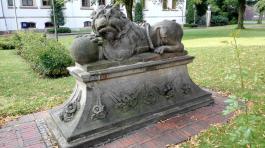 Skulptur vor dem Schloss