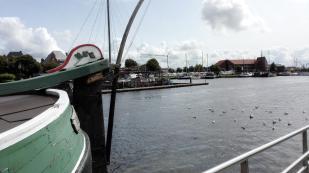 Blick über den Binnenhafen zum Womo-Stellplatz am anderen Ufer
