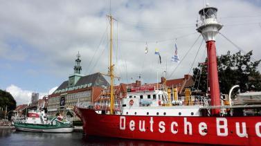 """Die """"Deutsche Bucht"""", ein mobiles schwimmendes Leuchtfeuer"""