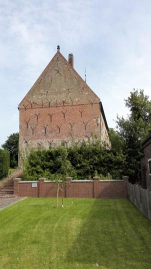 Seitenansicht der Kirche