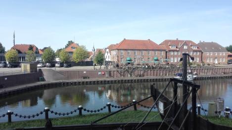 Alte Speicherhäuser am Hafen von Hooksiel