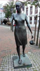 Skulptur in der Einkaufsstraße