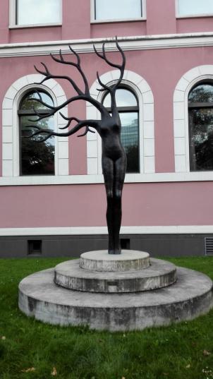 Skulptur vor der Kunsthalle