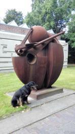 """Die Skulptur """"Seemannsgarn"""" vor der Kunsthalle"""